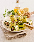 Raw zucchini rolls with lemon and goat's cheese