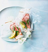 Salmon with tarragon cooked in wax paper