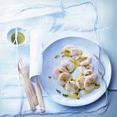 Scallop carpaccio with vanilla-flavored vinaigrette