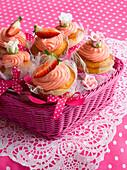 Cupcakes mit Erdbeertopping