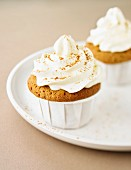 Cupcakes with lemon and cinnamon topping