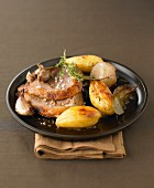 Leg of lamb with garlic, thyme and sauteed potatoes