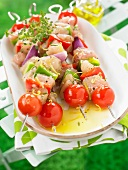 Chicken and raw vegetable brochettes