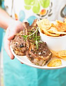 Grilled lamb chops with rosemary and crisps