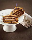 Süsse Clubsandwiches aus Honigbrot mit Birne und Schokolade