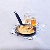 Baghrirs, marrokanische Pfannkuchen mit Honig