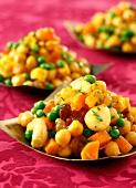 Kaltes gemischtes Gartengemüse mit Curry