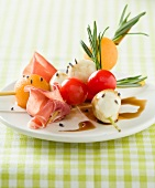 Mozzarella,tomato,honey-flavored ham brochettes with balsamic vinaigar