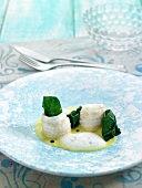 Rolled big sting fish fillets with spinach