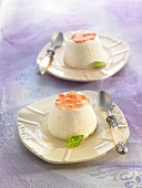 Yoghurt mousse with tomato sauce