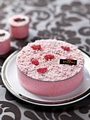 Pink praline powdery cake