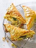 Spinach-roquefort flaky pastry triangular pies