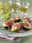 Green figs with Brie and raw ham