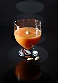 Melonen-Aprikosen-Saft mit Mandeln