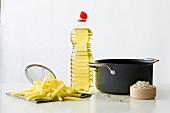 Zutaten und Utensilien für Pommes frites