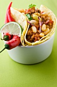 Chili con carne tortillas