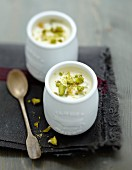 White chocolate and pistachios yoghurt