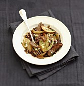 Beef,onion and fennel wok with flaked goat's cheese