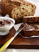 Bananenkuchen mit selbstgemachtem Schokoladenaufstrich
