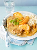 Turkey escalope with apples and white rice