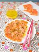 Salmon marinated with lemon and dill
