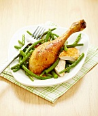 Spicy roasted chicken leg with green beans