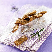 Dried fruit and poppyseed crackers