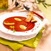 Cream of tomato soup with paprika and guacamole