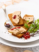 Gingerbread with foie gras and redcurrant sauce