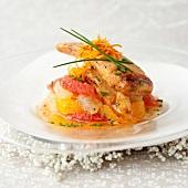 Gebratene Kapaunbrust auf Zitrusfruchtsalat mit Schnittlauch
