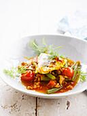 Alaska-Seelachs mit Dinkel, Tomaten und Bohnen