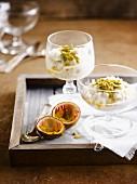 Vanille-Kokosmilchreis mit Passionsfrucht-Coulis