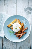 Poached egg with turkey bacon