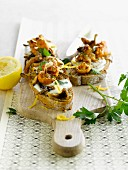Mushroom, mozzarella and lemon zest Bruschettas