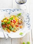 Reissalat mit Flusskrebsen und Kirschtomaten