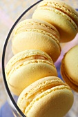 Macarons mit Birne und Pommeau (Aperitif aus Apfelsaft und Calvados, Bretagne)