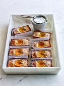 Financiers aux abricots (French almond cakes with apricots)
