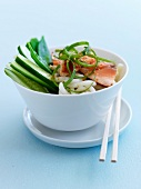 Noodles with grilled salmon and cucumber