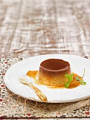 Flan aux oeufs (Traditioneller Eierpudding mit Karamellsauce)