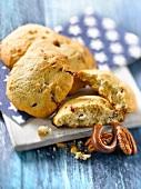 Carambar and pecan cookies