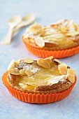 Amandine and pear tartlets