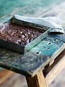 Mehlfreier Brownie aus dunkler Schokolade, Haselnüssen und leicht gesalzener Butter