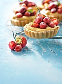 Summer fruit and confectioner's custard shortbread tartlet
