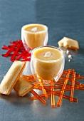 Aprikosencreme mit gemahlenen Mandeln und Crème fraîche