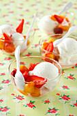 Frozen yoghurt with fresh fruit