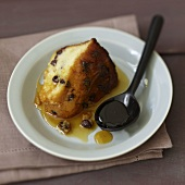Raisin semolina pudding with golden caramel sauce