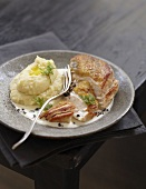 Guinea-fowl Suprême with creamy Cabécou sauce and mashed potatoes