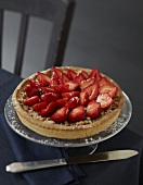 Strawberry and Speculos gingerbread biscuit shortcrust pie