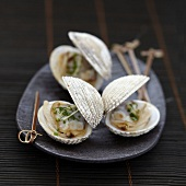 Saké-flavored grilled shellfish