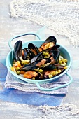 Steamed mussels with peas, onions and carrots
